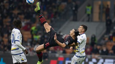 """""""Ty chodzisz, ja latam"""" Zlatan wrócił w swoim stylu"""