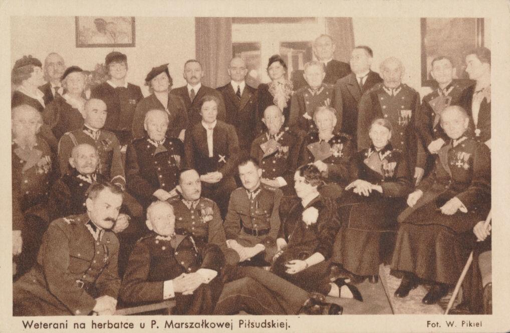 Weterani na herbatce u pani marszałkowej Piłsudskiej