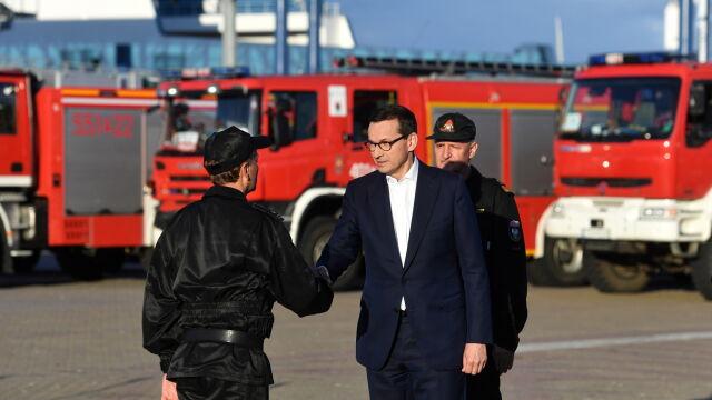 Premier podziękował strażakom