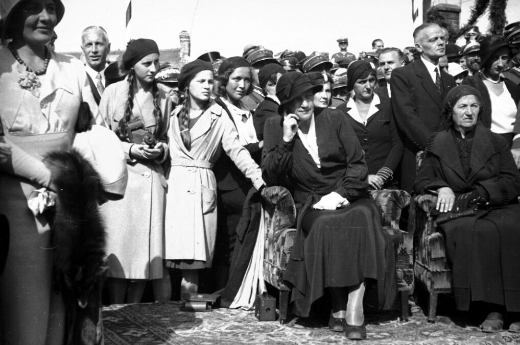Aleksandra Piłsudska wraz z córkami Wandą i Jadwigą. Fotografia z września 1932 roku