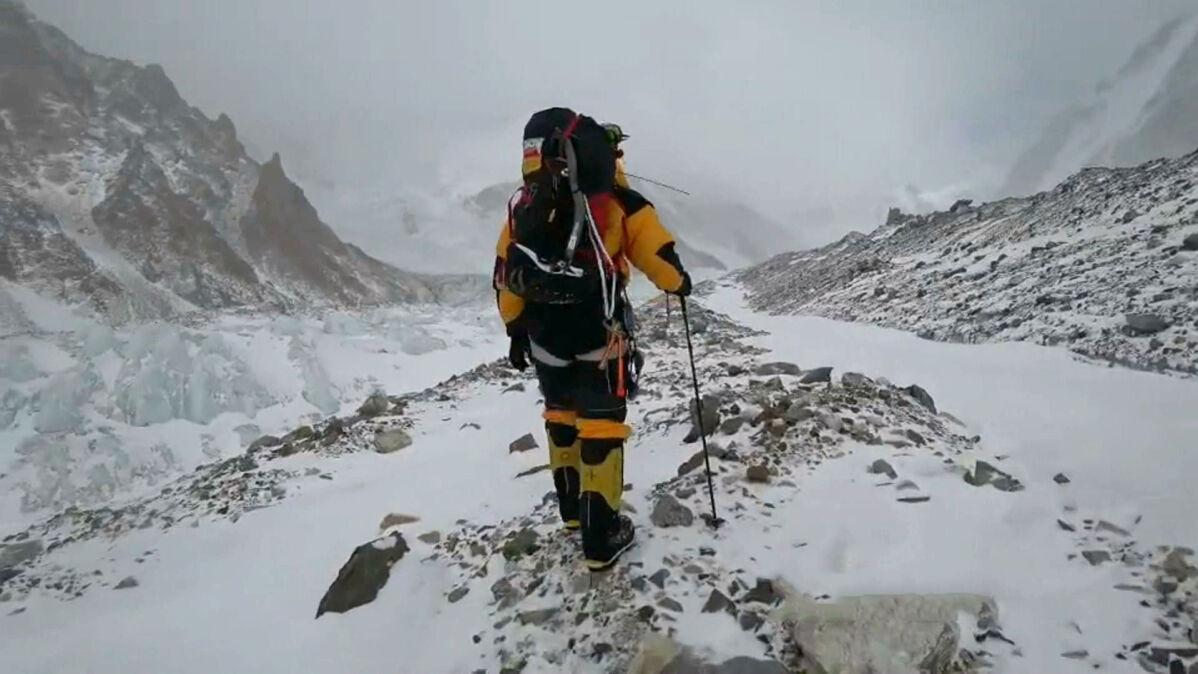 Włoski himalaista spadał kilkaset metrów na Gasherbrum VII. Na ratunek ruszyli Urubko i dwaj inni Polacy