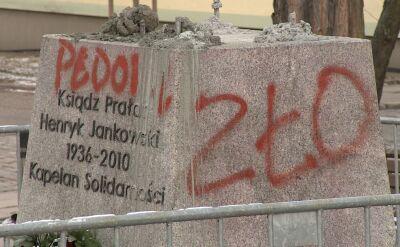Na cokole pomnika księdza Jankowskiego pojawiły się napisy