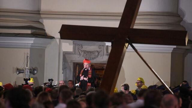 Kardynał Nycz: musimy dźwigać krzyż dzieci, nauczycieli i osób odpowiedzialnych za oświatę