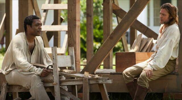 Chiwetel Ejiofor i Brad Pitt