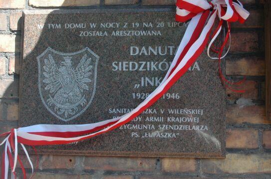 Pamiątkowa tablica na domu, w którym aresztowano Inkę