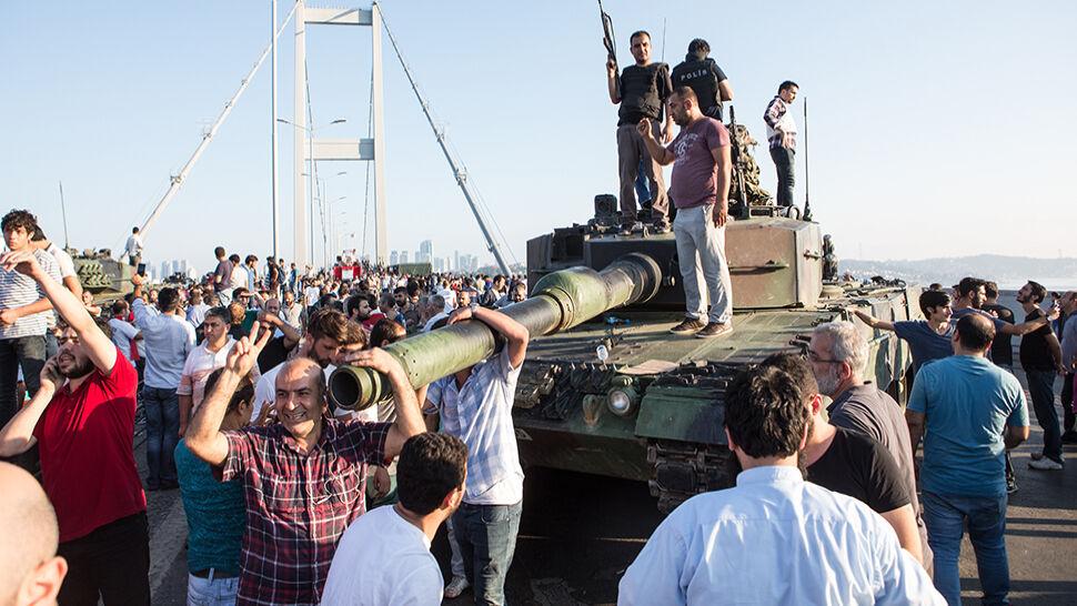 """""""Wytępimy ich w tym kraju"""". Znów masowe aresztowania w Turcji"""