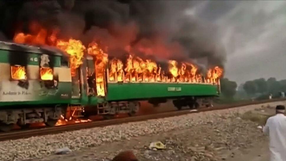 Pasażerowie wyskakiwali z płonącego pociągu. Wielu zabitych i rannych