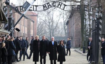 Andrzej Duda i Mike Pence oddają hołd zgładzonym w Auschwitz