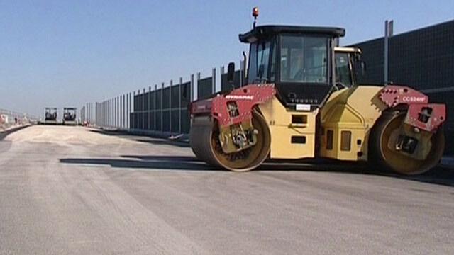 """""""Zaniżone asfalty"""", Kossaki i porsche. Premier: Wpadki jakościowe będą się zdarzały"""