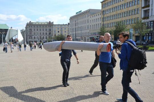 Na plac Wolności przynoszono kolejne dywany