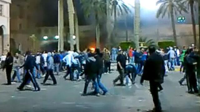 Szef MSW opuszcza Kadafiego. Starcia w Trypolisie