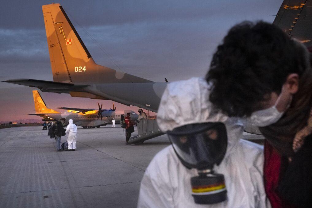 Marsylia. Polacy podczas ewakuacji. W tle polskie samoloty CASA