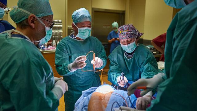 """Córka Ewy Błaszczyk już po operacji. """"Wszystko podłączone i sprawdzone"""""""
