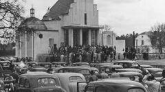 """Album """"100x100"""": Otwarcie sezonu samochodowego w Podkowie Leśnej  (sygn. 1-S-2838-1) - 394 polubień"""