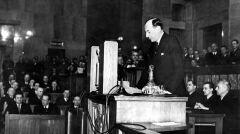 """Album """"100x100"""": Posiedzenie Sejmu w 1939 roku – expose J. Becka (sygn. 1-A-933-12) - 188 polubień"""