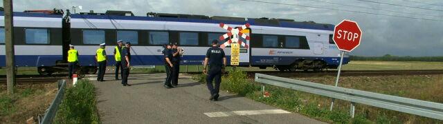 Potrącił ich pociąg. Matka i dwoje dzieci zginęli na przejeździe kolejowym