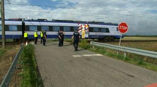 Matka i bliźnięta zginęli na przejeździe kolejowym. Potrącił ich pociąg