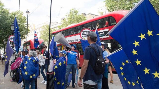 Londyn chce negocjować, Unia sceptyczna.