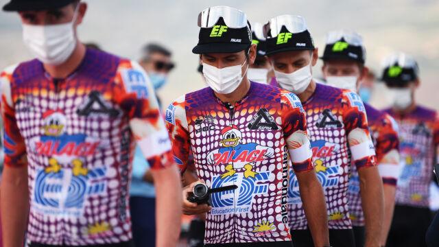"""""""Czy kolacja na nasz koszt smakowała szefowi UCI?"""". Absurdalna kara za koszulki na Giro d'Italia"""