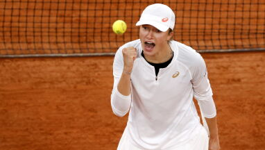 Jazda! Kibicujemy Świątek w walce o finał French Open. Transmisja o godz. 14.55 w Eurosporcie 1 i TVN