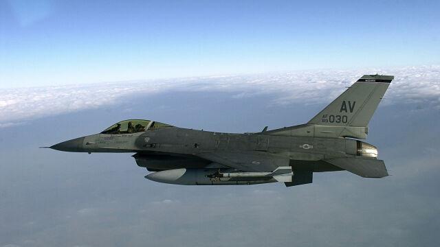 """""""Największa modernizacja sił zbrojnych Słowacji"""". Umowa na F-16 podpisana"""