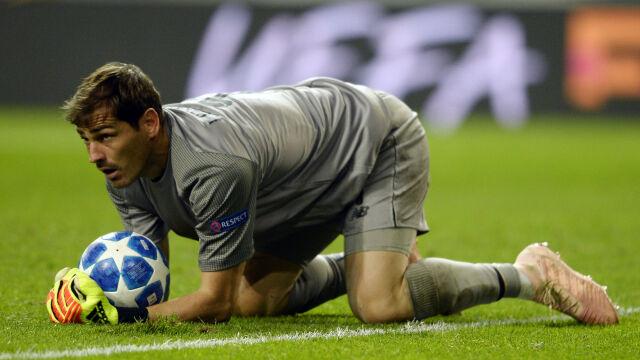 """Zdziwiony Casillas dementuje. """"Pozwólcie mi samemu ogłosić tę decyzję"""""""