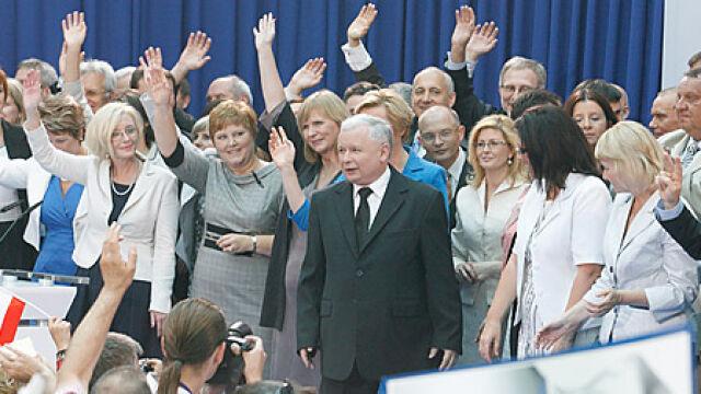 """""""Polacy zasługują na więcej"""".   PiS ujawnia hasło na wybory"""