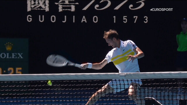 Fantastyczne zagranie Miedwiediewa w 1. secie starcia z Rublowem w ćwierćfinale Australian Open