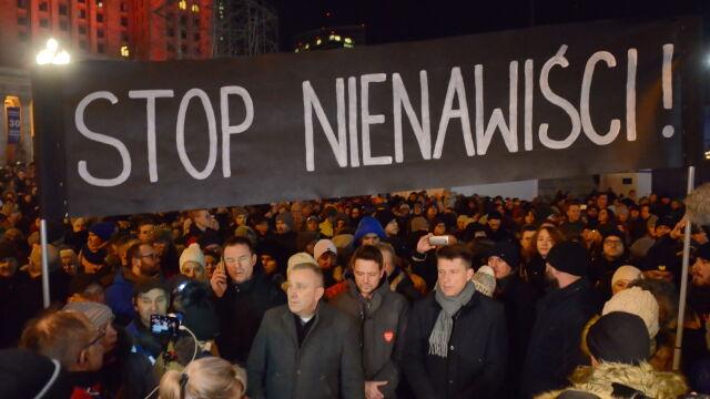 """""""Stop Nienawiści"""". Ulicami Warszawy przeszedł marsz poświęcony pamięci Pawła Adamowicza"""