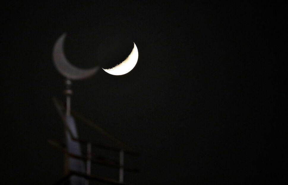Księżyc nad meczetem w Dausze