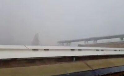Moment zawalenia się wiaduktu w Genui