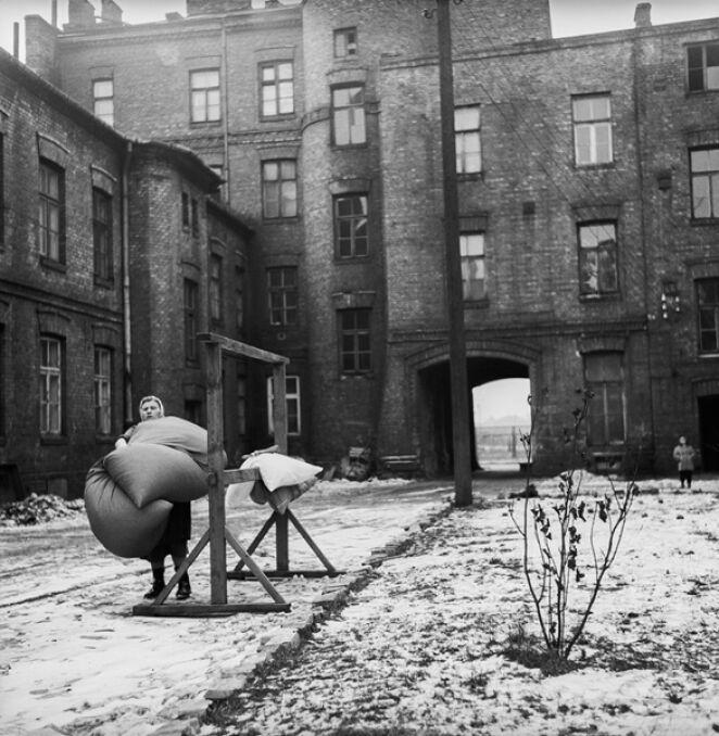 Warszawskie podwórko, 1960.