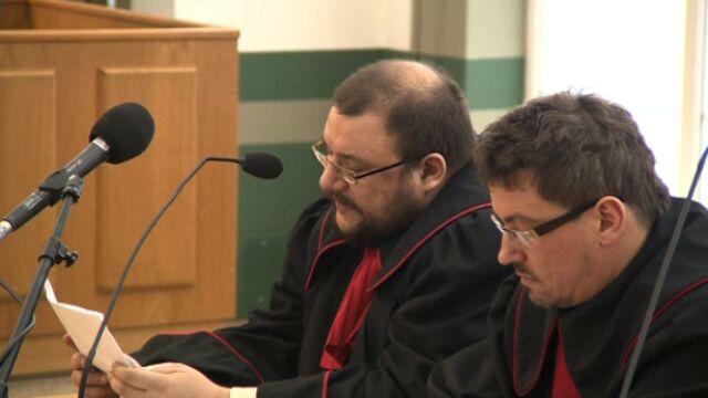 Prokuratura odczytuje skrócony akt oskarżenia