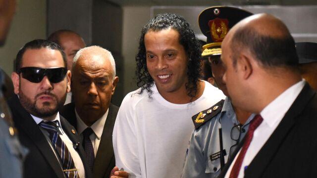 Zakrapiane imprezy z kobietami. Areszt nie przeszkadza Ronaldinho w zabawie