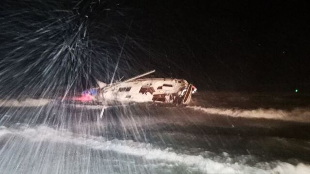 Potężny sztorm na Bałtyku. Jedna osoba zmarła po wypadku jachtu, druga zaginęła