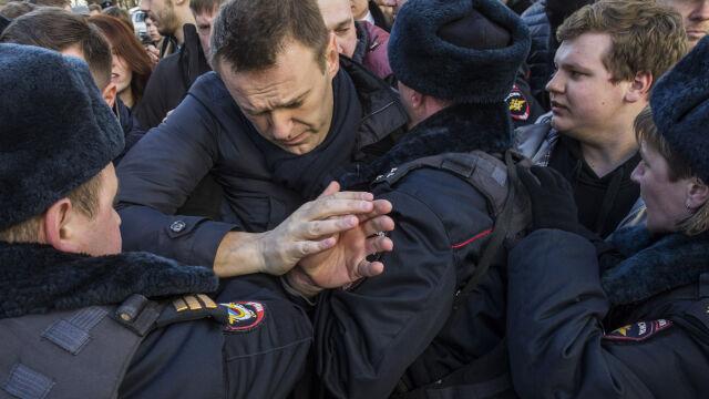 """Wpłacił na fundację Nawalnego 50 dolarów. Znalazł się """"pod ogromną presją"""""""