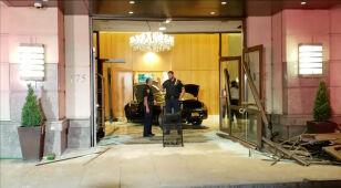 Samochód wjechał do lobby Trump Plaza