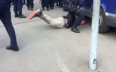 Policyjna furgonetka omal nie przejechała po głowie zatrzymanego