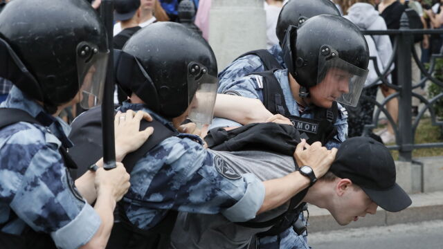 Protestowali przeciw działaniom policji. Echo Moskwy: zatrzymano ponad 500 osób