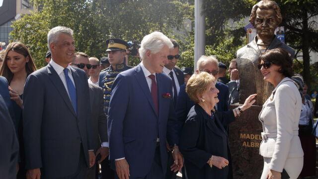 20 lat po interwencji NATO. Clinton i Albright z wizytą w Kosowie