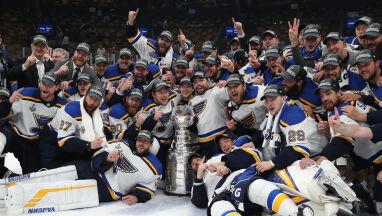 49 lat czekali na rewanż. Bluesmani w końcu z Pucharem Stanleya