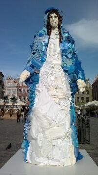 Plastikowa instalacja na Starym Rynku