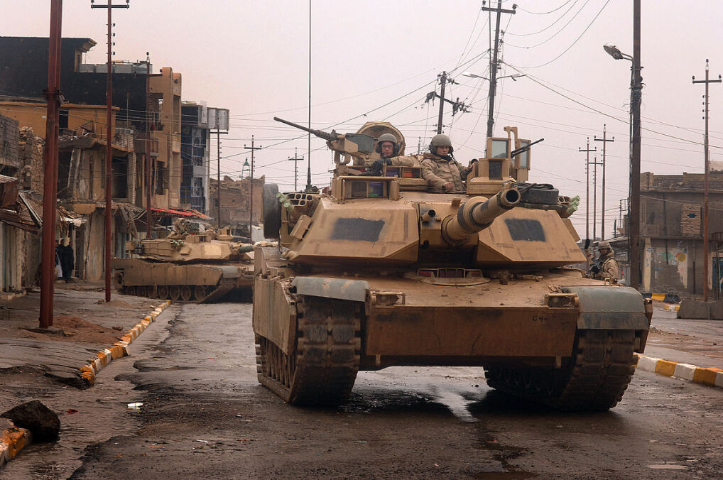 Wiele lat używania M1 Abrams do tłumienia partyzantki w Iraku sprawiły, że stworzono specjalne modernizacje czołgu do walki w terenie zurbanizowanym i odpowiednio zmodyfikowano szkolenie