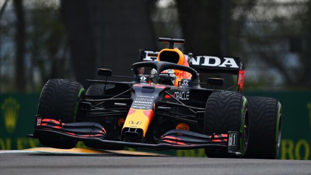 Hamilton na poboczu, potężna kraksa i przerwany wyścig. Wygrana Verstappena