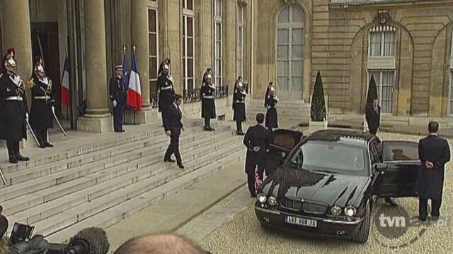 Clinton i Cameron przybywają do Paryża