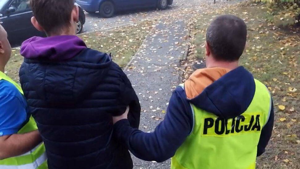 """""""Za kurs zapłacił z góry, nie żądał pieniędzy"""". 15-latek zatrzymany po ataku nożem na taksówkarza"""