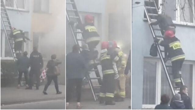 Przez okna wynieśli dzieci, dorosłych i kanarka w klatce. Strażacy ratowali mieszkańców bloku