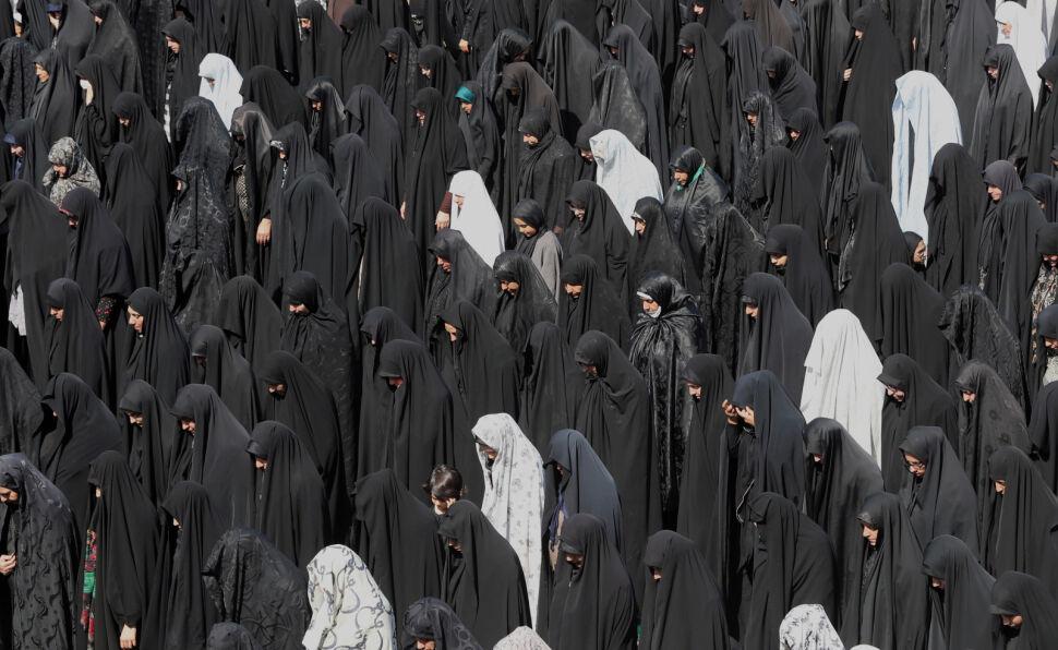 Iranki modlą się podczas święta Al-Arba'in