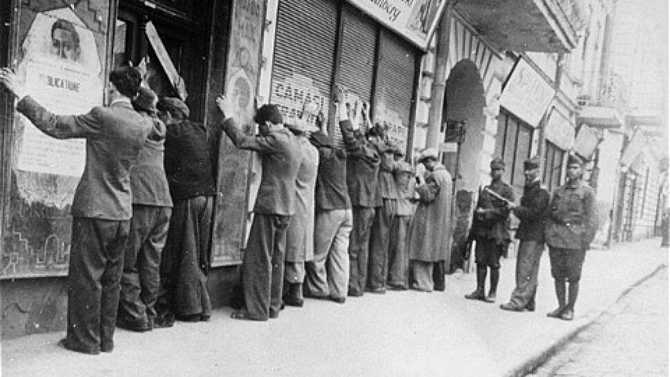 """Niemcy przyznały odszkodowania ofiarom pogromu. """"Gest o historycznym znaczeniu"""""""