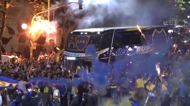 Sceny jak z karnawału. Kibice Boca pożegnali piłkarzy przed finałem Copa Libertadores